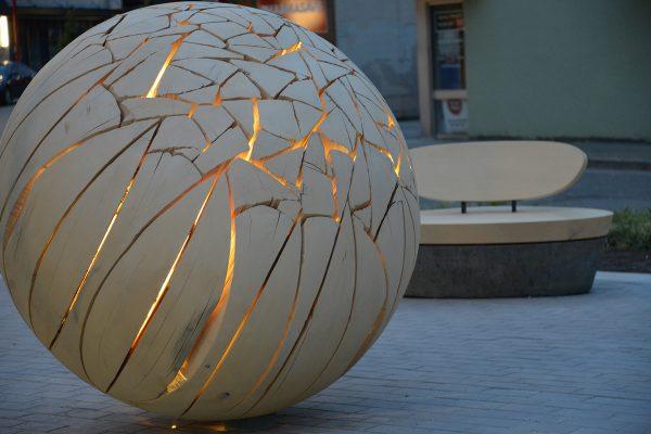 Grosvenor Edgemont Illuminated Shattered Sphere and Sea Glass Bench