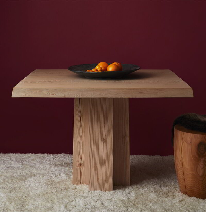 The Soma pedestal with a wood top, decorated with oranges.