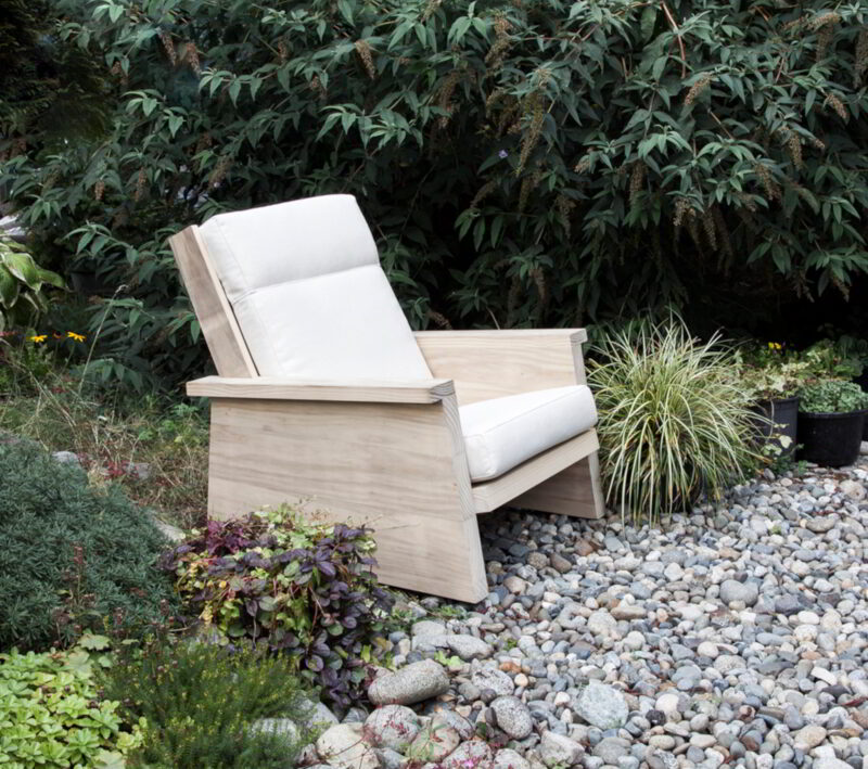 Pesuta-Accoya-Lounge-chair-Outside-2-cropped