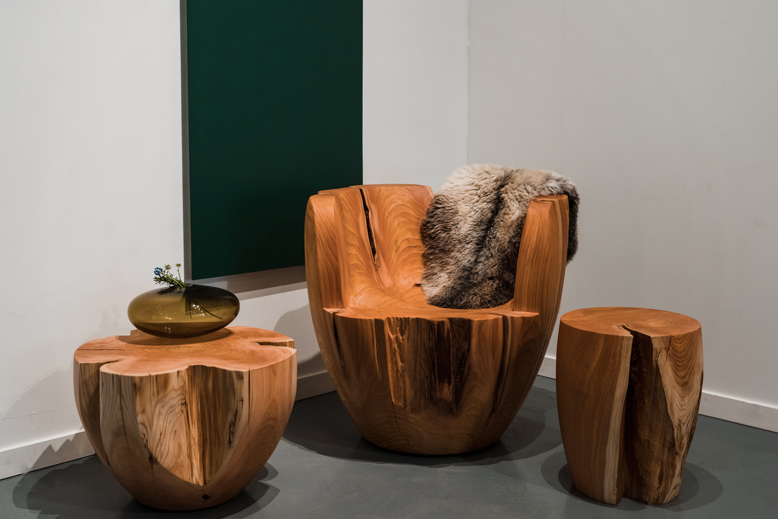 Photo of the daylily chair surrounded by two drum side tables.